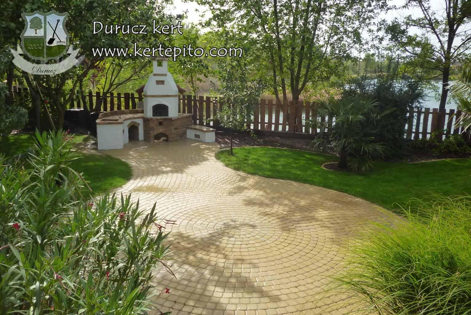 Read more about the article Térkő burkolatok és kerti utak építése