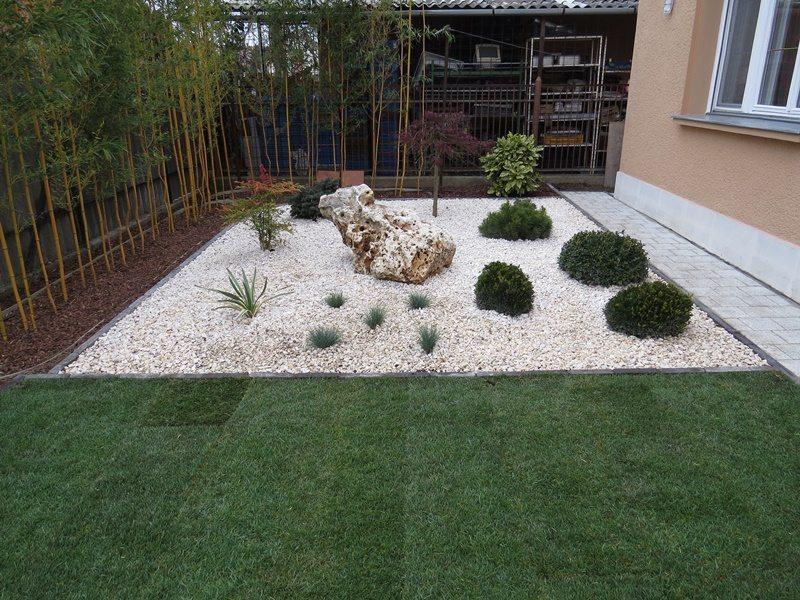 Read more about the article Hogyan díszítse kövekkel a kertjét?